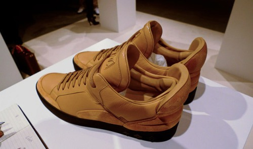 kanye-west-louis-vuitton-sneakers-01